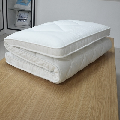 Solid-quality polyester mattress pad